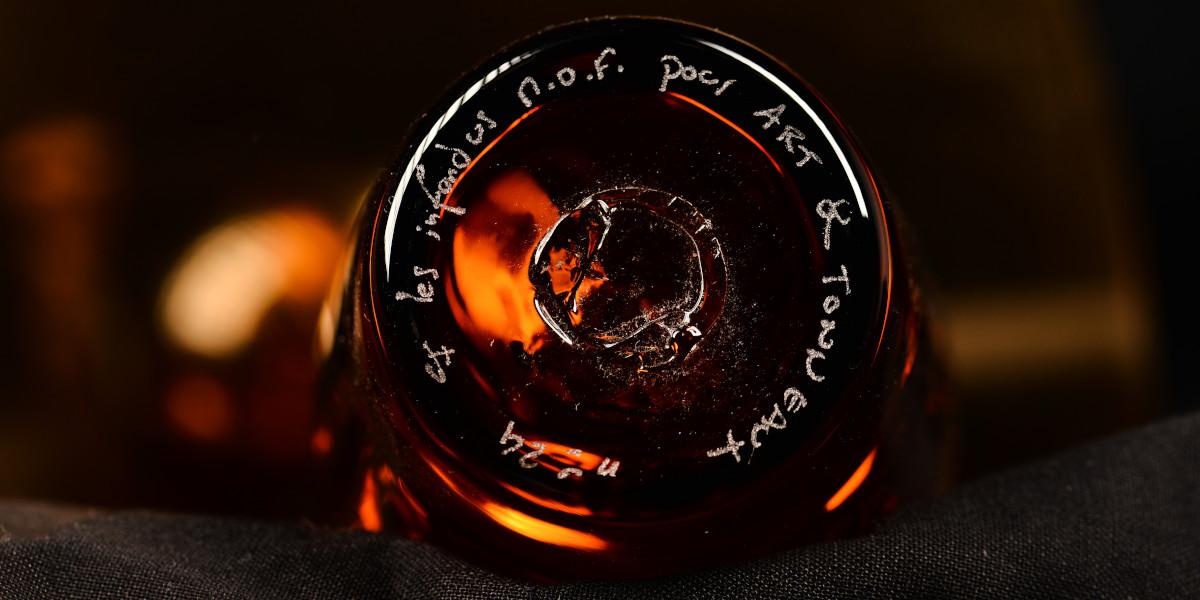 bouteille en verre soufflé numérotée et signée par les infondus